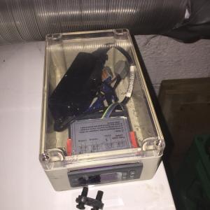 12V strømforsyning til vifter.